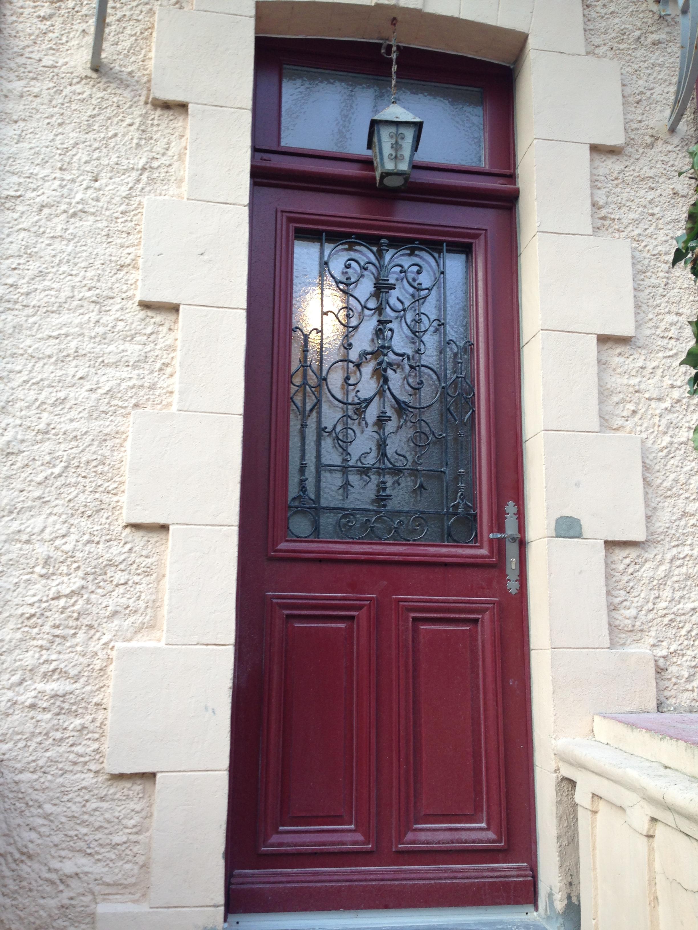 Fabrication et pose de portes d 39 entr e menuiserie technibois for Pose porte entree