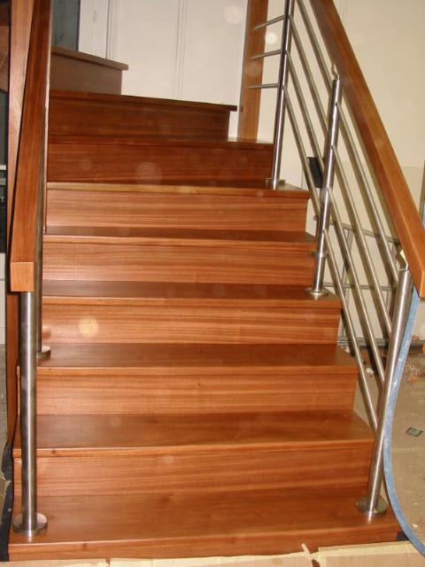 escalier bois exotique menuiserie charpente technibois. Black Bedroom Furniture Sets. Home Design Ideas